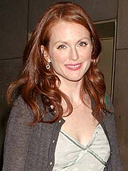 Julianne Moore Charms Broadway Critics