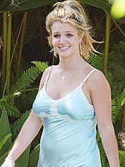 Britney Spears Gives to Cancer Cause