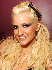 Ashlee Simpson: No Famous Mate for Me