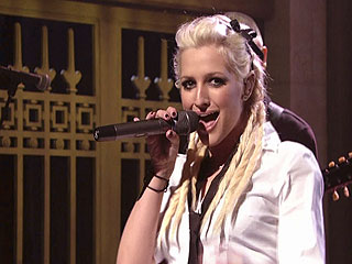 Ashlee Simpson Makes SNL Comeback
