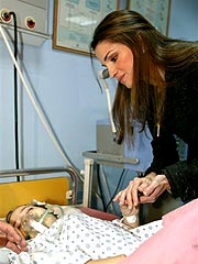 Jordan&#39;s Queen Rania Visits Bomb Victims