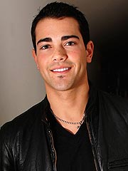 Jesse Metcalfe Falls from Balcony, Is Briefly Hospitalized