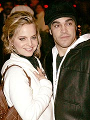 Mena Suvari Steps Out with New Beau