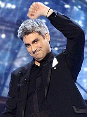 Taylor Hicks Inks Record Deal