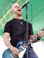 Idol's Chris Daughtry Inks Record Deal