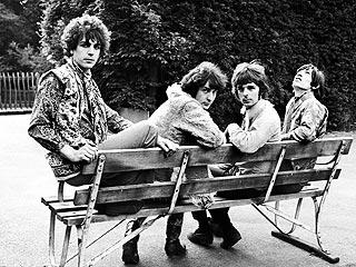 Pink Floyd Co-Founder Barrett Dies at 60