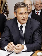 Clooney Asks U.N for Aid in Darfur