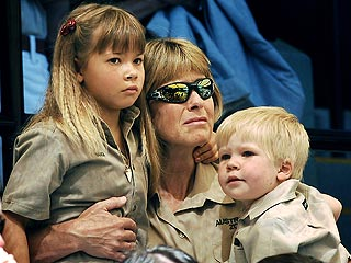 Family, Stars Pay Tribute to Steve Irwin