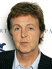 Paul McCartney Makes Friends at the Apple Store