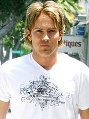 Larry Birkhead Posts Online Tribute to Anna Nicole