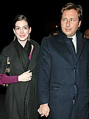 Anne Hathaway's Jewelry from Swindler Ex to Be Sold