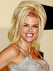 Officials Search Home of Anna Nicole's Psychiatrist