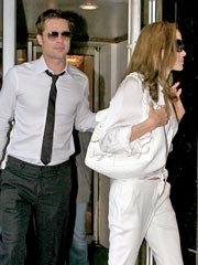 Brad & Angelina Helicopter to the Hamptons