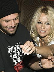 Pamela Anderson: Tell Everybody I'm Not Pregnant