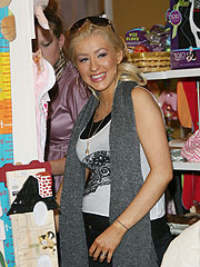 Christina Aguilera Sets Up Her Baby Registry