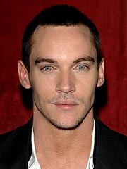 Jonathan Rhys Meyers Apologizes for Drunken Confrontation