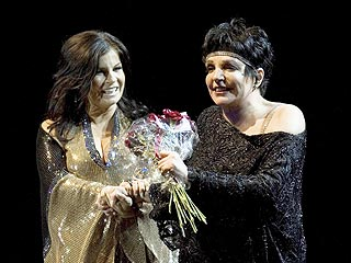 Liza Minnelli Collapses on Stage in Sweden