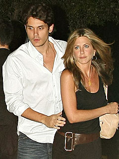 Aniston 'Fits Right In' with Mayer's Concert Tour