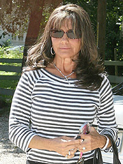 Lynne Spears Visits Sister's Grave Amid Crisis