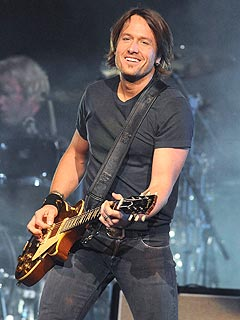Keith Urban Celebrates Upcoming Daddyhood on Tour