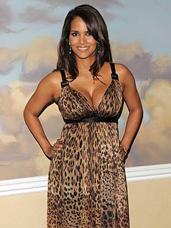 Halle Berry to Lead Ovarian Cancer Awareness Campaign