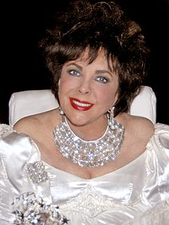 Elizabeth Taylor's Funeral Delayed 15 Minutes at Her Request