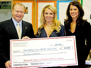 Britney Spears Goes Back to School &#8211; for a Cause