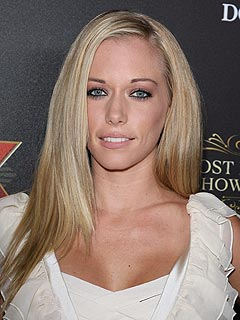 Kendra Wilkinson to Write a Memoir