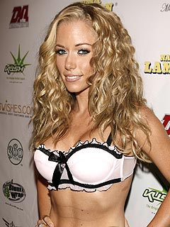 Kendra Wilkinson to Guest Star on How I Met Your Mother
