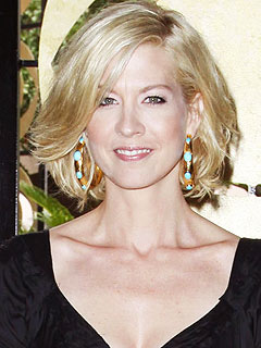 Pregnant Jenna Elfman's Stuffing Down Food