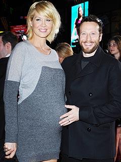 Expectant Jenna Elfman: I Still Feel Sexy