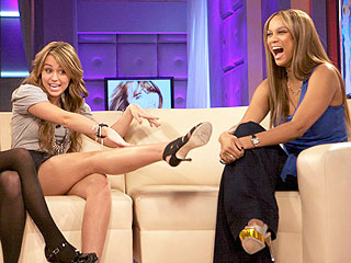 Miley Cyrus Snoops Through Boys' Cell Phones