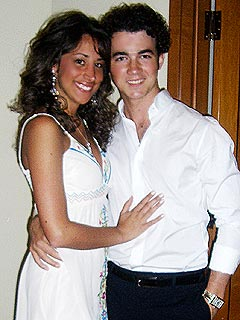 Kevin Jonas Gets Engaged!