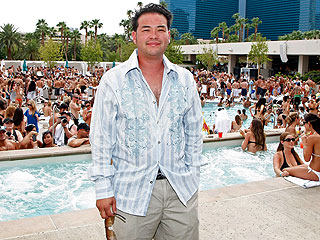 Jon Gosselin Makes a Big Splash in Vegas