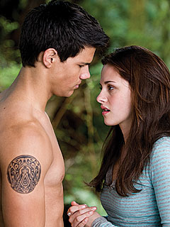 New Moon Sneak Peek: Howls for the Hunk