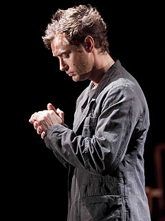Jude Law's Hamlet Gets Mixed Reviews