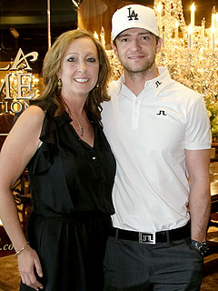 Justin Timberlake's Mom Beats Him at Golf