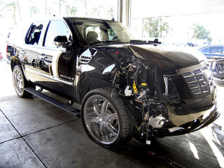 PHOTO: See Tiger Woods&#39;s Smashed-Up Car