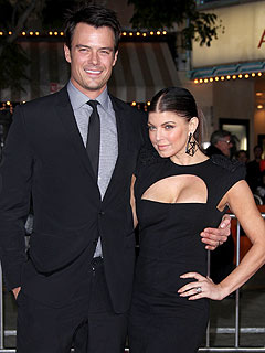 Fergie & Josh Duhamel Get Cozy at Premiere