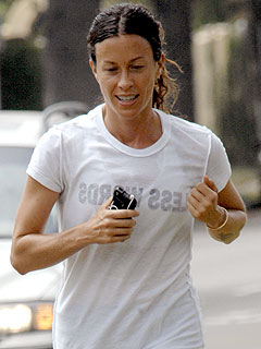 Alanis Morissette Gets High from Running &#8211; and the Occasional Joint