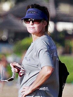 Sarah Palin Cuts Short Hawaii Trip over Hat Flap