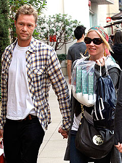 Couples Watch: Christina Applegate's Cozy Shopping Spree
