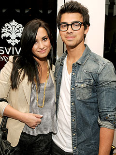 Joe Jonas & Demi Lovato's Cheesecake Date