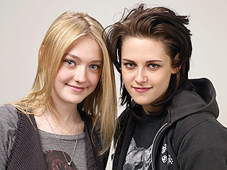 Kristen Stewart: Smooching Dakota Fanning Was 'Cool'