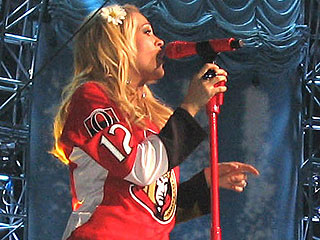 Carrie Underwood&#39;s Concert Wardrobe? Her Fianc&#233;&#39;s Hockey Jersey
