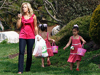 PHOTO: Kate Gosselin's Easter Egg Hunt