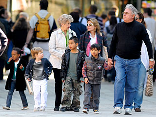 PHOTO: Pitt-Jolie Kids Go Sightseeing with Grandparents