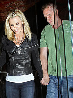 Jenny McCarthy Teases on Twitter about Mystery Man