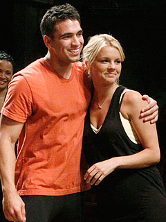 Bachelorette's Ali and Roberto to Wed in 2011