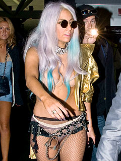 Lady Gaga Gets Through Airport Security Carrying Handcuffs